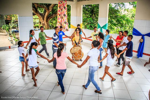 Com as crianças na Escola Viva Olho do Tempo (Fotos: Thiago Nozi)