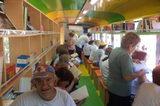 Biblioteca Popular Sur: portas abertas e rodas para chegar a todos