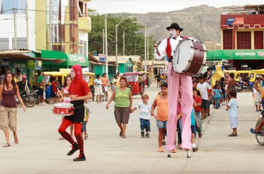 Cuatro Gatos: o teatro, o clown e a narração oral para o fomento de uma cultura de paz