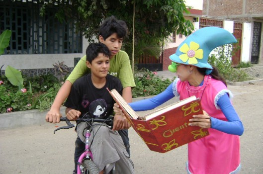 Cuatro Gatos: el teatro, la narración oral y el clown para el fomento de una cultura de paz