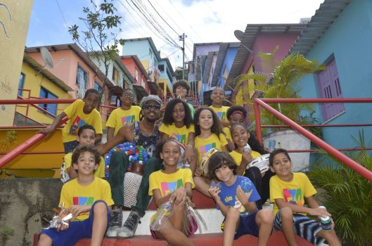 A Associação Pracatum e a revolução dos tambores no Candeal: música, educação e desenvolvimento comunitário